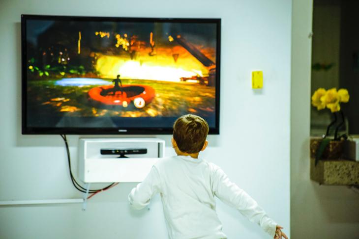 παιδί οθόνη τηλεοραση
